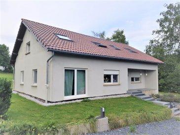 En Exclusivité !! RE/MAX Select, spécialiste de l'immobilier à Wahl près de Grosbous, vous propose cette spacieuse maison rénovée de +/- 270 m² au total dont +/- 225 m² habitables, avec beaucoup de potentiel grâce à son vaste terrain de +/- 35 ares. La maison est libre des 4 côtés.   L'ensemble des installations électriques, plomberies, chaudière, toiture, isolation ainsi que la façade ont été refait à neuf. L'intérieur de cette maison de campagne a aussi été rénové avec goût et de la qualité (cuisine moderne et équipée, des pièces spacieuses, isolations et radiateurs récents, etc).  La composition est la suivante:  Au rez-de-chaussée: - grand hall d'entrée  - living - salon avec grande cuisine ouverte et moderne - salle à manger lumineuse - 2 pièces de 13,80 m2 chacune - une salle de douche avec WC intégré.  Au 1er étage: - mezzanine spacieuse  - 3 grandes chambres à coucher, un peu mansardés avec des fenêtres Velux - une grande salle de bain avec baignoire, double lavabo et WC intégré.  L'accès au garage et cave se fait par l'arrière de cette maison.  Cette maison à beaucoup de potentiel et représente un investissement très intéressant. On est à +/- 30km de Luxembourg-ville,     Un arrêt de bus se trouve à 200 m et dessert les principales villes du Grand-Duché de Luxembourg.