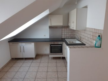 Appartement Algrange 3 pièces. Dans petit immeuble au centre d\'Algrange, bel appartement F3 composé d\'une pièce à vivre ouvert sur cuisine équipée, 2 spacieuses chambres , une salle d\'eau, WC séparé.<br/>Disponible fin juillet.<br/><br/>
