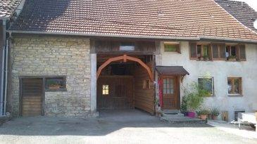 Maison sur 15,17 avec location d\'une maison accolée. Maison rénovée d\'environ 90m², rdc avec salon/salle à manger équipée d\'un pôele, cuisine, salle de bain. 3 chambres, penderie. Atelier + forge, grange attenante, garage, jardin. La maison accolée est vendue avec l\'ensemble : louée pour 400 euro/mois, environ 70m², cuisine, salon, 2 chambres, salle d\'eau, cave. Quartier calme et jardin ensoleillé.