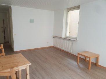 Studio à louer au centre d'Echternach  *** 3 mois de garantie locative ****  Pour plus d'informations ou une visite, n'hésitez pas à nous contacter.  *** Meublé ***   Aperçu :   Situé dans la zone piétonne, à quelques pas des magasins, restaurants et banques, ce studio plaît grâce à sa situation et sa luminosité.   Description :   Situé au 1er étage d'une résidence bien entretenue, ce studio meublé dispose d'une surface habitable de +- 40 m2 et un balcon.   Dans ce studio vous trouvez un grand living/chambre à coucher avec accès au balcon, une cuisine séparée et équipée et une salle de douche.   Des places de parkings se trouvent à quelques mètres de cet immeuble.   Équipements :  Fenêtres: double vitrage   Localisation :  Ce studio se situe dans la zone piétonne, au centre d'Echternach. A quelques pas de cet immeuble vous trouvez des magasins, restaurants et banques.   Echternach est une ville touristique avec des hôtels, grands magasins, théâtres et un grand lac.   La gare de bus d'Echternach avec des bus directions Luxembourg-Ville, Remich, Beaufort et Ettelbruck se trouve à quelques mètres.   Ettelbruck: 30 km  Luxembourg-Ville: 30 km  Remich: 40 km