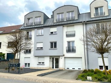 Très bel appartement spacieux à 2 chambres + bureau (103.17 m2 surf. habitable + 6 m2 terrasse) situé au dernier étage (3ème) d'un petit immeuble résidentiel à 7 unités seulement et datant de 2009.  Vue absolument imprenable sur les champs à partir du living et de la cuisine.  L'appartement dispose d'un poêle à bois dans le living, d'un débarras dans l'appartement, d'un parking intérieur et extérieur et d'une terrasse de 6 m2.  Belles finitions :  - double-vitrage isolant - dalles sur plots en bois sur la terrasse - parquet dans les chambres à coucher - murs du living avec revêtement partiel en pierre - poêle à bois dans le living - grande baie vitrée dans le living  Disponibilité : Au plus tard le 15.09.2021 ! Etat général : EXCELLENT. Pas de travaux de rénovation à prévoir.  - A 15 minutes du Centre de Luxembourg-Ville - A 25 minutes du Kirchberg - A 10 minutes de Dudelange - Arrêt de bus ( y compris ramassage scolaire) dans la rue - Nombreuses crèches dans la commune - Supermarché MATCH à Livange à 2 minutes en voiture - Ecole primaire de Crauthem à moins de 5 minutes en voiture