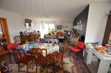 L\'agence immobilière Christine Simon Sàrl ayant un mandat exclusif vous propose un appartement d\'une superficie totale d\'environ 87,69 m2 situé à PERL (D) au prix de 325.000 €. L\'appartement est actuellement en location.<br>Idéal aussi pour un investisseur !<br><br>Description de l\'appartement au 2ème étage:<br>- Appartement Nr. 12 d\'environ 87,69 m2. Hall d\'entrée, 1 chambre à coucher, une grande cuisine équipée indépendante, living, une terrasse d\'environ 10m2 salle de douche, toilette, 2 lavabos, débarras et un dressing.<br>1 emplacement extérieur et une cave privative.<br><br>La localité PERL (D) se trouve au coeur des 3 frontières, l\'Allemagne le Luxembourg et la France. Perl est une localité agréable à vivre aussi bien pour des jeunes que pour les personnes âgées. Dans la commune et celles voisines se trouvent de nombreux commerces, écoles p.ex. école fondamentale et le Lycée de Schengen ainsi que des crèches accessibles à pied. L\'entrée de l\'autoroute Saarebruck-Luxembourg est à quelques minutes en voiture.<br><br>Distances de Perl à:<br>02 km à L-Schengen<br>24 km à D-Merzig<br>27 km à D-Saarburg<br>45 km à L-Kirchberg<br><br>Pour plus d\'informations, n\'hésitez pas à contacter l\'agence par eMail: info@chrisitinesimon.lu ou par téléphone: +352 26 53 00 30.<br>Les honoraires d\'agence sont à charge de l\'acquéreur  (3,57 %). <br><br><br><br><br><br><br><br><br><br><br><br><br /><br />Die Immobilienagentur Christine SIMON GmbH mit Alleinauftrag, bietet Ihnen zum Verkauf eine Eigentumswohnung mit einer gesamt Wohnfläche von ungefähr 87,69 qm gelegen in Perl (D) zum Preis von 325.000 €.<br>Die Wohnung ist zurzeit vermietet. <br>Geeignet auch für Investoren !<br><br>Beschreibung der Wohnung im 2t\'en Stock:<br>- Wohnung Nr. 12  von ungefähr 87,69 qm. Eingangsbereich, grosse separate Einbauküche, Wohnraum mit Zugang zur Terrasse von ungefähr 10 qm, Duschraum mit Toilette, 2 Waschbecken, 1 Schlafzimmer, Abstellraum und Ankleidezimmer.<br>Dazugehörend 1
