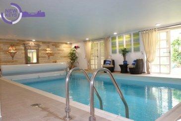 New Keys vous propose cette superbe villa située à Senningerberg, à moins de 10 min de l'aéroport et du quartier de Kirchberg. Proche du Golf, vous profiterez d'un environnement résidentiel et verdoyant à la fois paisible et proche de toutes les commodités.  Cette propriété d'exception bénéficie d'une belle surface de vie, lumineuse et fonctionnelle, de +/- 460 m2 répartie sur 3 étages comme suit:  ***RDC***  -Hall d'entrée -Living traversant avec feux ouvert de +/- 67 m2 et accès terrasse  -Spacieuse cuisine tout équipée  -Sanitaires visiteurs -3 Chambres avec parquet bois au sol, dont une suite parentale avec sa salle de douche (à l'italienne) et sa pièce de dressing. -Salle de bain  ***Etage 1***  -Hall de nuit -Espace bureau -Chambre avec parquet bois  -Salle de douche  -Salle de jeux / espace lounge de +/- 67m2  ***Sous-sol en rez de jardin avec espace bien-être***  -Magnifique piscine intérieure avec accès direct au jardin -Salle de sport avec sa salle de douche -Salle de relaxation avec sauna  Pour compléter cet espace bien-être, le sous-sol dispose également d'une buanderie, d'une cuisine d'été, d'une pièce de stockage, et permet un accès direct à un grand garage pouvant accueillir jusqu'à 4 véhicules.  Le balcon / terrasse dessert l'ensemble du RDC et vous offrira une agréable vue sur le jardin arboré de la propriété.   Les prestations mise à disposition par ce bien rare vous feront profiter d' une qualité de vie optimale.  Pour plus d'informations et /ou visites, veuillez nous contacter au 27 99 86 23 ou par email à l'adresse info@newkeys.lu
