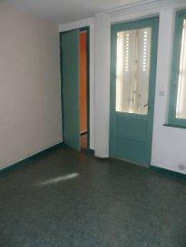 Local commercial Pagny Sur Moselle 4 piece(s) 77 m2. RUE NIVOY - PAGNY/MOSELLE<br/><br/>Local situé au RDC, au centre ville de Pagny : <br/>Cuisine / 4 pièces / WC<br/>Chauffage au gaz<br/><br/>Possibilité de faire une salle d\'attente, une salle d\'accueil, 2 salles de consultations.