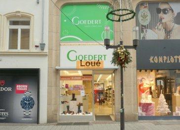 Belle surface commerciale de 116 m2 plus 60m2  de stockage située en plein centre de la Grand-Rue de Luxembourg-Ville.<br><br>La surface est divisée sur 3 étages :<br><br>Rez-de-chausséee :  Vitrine + surface commerciale<br> (+- 60 m2)<br><br>Etage : Vitrine + surface commerciale (+-56 m2)<br><br>Cave - stockage  avec WC séparé ( +-60 m2)<br><br>Pas de fonds de commerce à reprendre.<br>