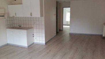 Appartement au 2ème étage, comprenant espace cuisine ouvert sur séjour, 2 chambres, salle de bains et toilettes.