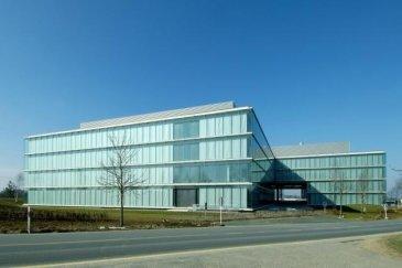 LUX-PRO-IMMO vous propose à la location: Bureau d'environ 180m² à louer dans l'immeuble H2O Fonctionnel et modulable Idéal pour du back-office ou pour une start-up Espace lumineux, air conditionné, ascenseur Certification BREEAM