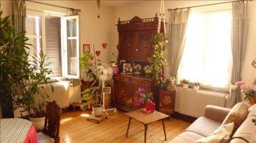 Schiltigheim&comma; bonne situation&comma; au calme dans rue à sens unique  - Appartement F4 de 89 m2 situé au 1er étage d\'un petit immeuble de 5 logements comprenant &colon; 1entrée - 1 salon &apos; 1 salle à manger &apos; 1 bureau &apos; 1 chambre &apos; 1 cuisine équipée &apos; 1 salle de bain&period;<br />Cet appartement dispose d&apos;un parking privatif dans la cour&period; Chauffage individuel gaz&period; Charges moyennes de copropriété env&period; 120 &apos;&sol;an&period;<br />Prix &colon; 169100 &apos;uros TTC&comma; honoraires de 5&percnt; à la charge de l\'acquéreur inclus&period;<br />Agence SODISS Immobilier &colon; 09 79 59 01 94