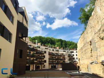 Studio/appartement à louer dans une nouvelle résidence à Luxembourg, quartier Neudorf. L'appartement se trouve au 3ème étage et comprend: - une cuisine équipée ouverte sur séjour donnant sur une petite terrasse couverte de 5m2; - une grande pièce à vivre (séjour), disposant d'un grand meuble (jusqu'au plafond) qui fera une séparation entre le séjour et une partie plus privative (chambre);  - une salle de douche avec w.-c. et branchement pour la machine à laver/sécher;  - une cave; - un emplacement intérieur;  Ref agence :LNODN272_3