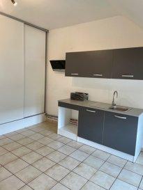 Résidence avec ascenseur BEL F3/4 moderne rénové loué. Investisseurs, dans résidence avec ascenseur, bel F3/4  spacieux et rénové comprenant une grande entrée, une grande cuisine équipée avec placard, un salon-séjour, 2 belles chambres, une salle de bains avec baignoire, un wc séparé, une cave et un parking privatif.  Chauffage sol basse température. Surface au sol  : 86.28 M2<br/>loué 650 euros hors charges.
