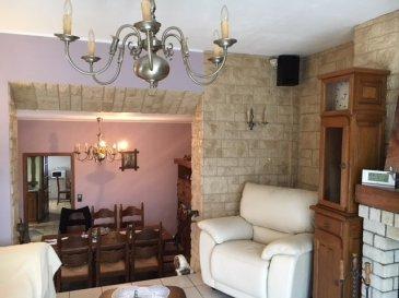 ****** SOUS COMPROMIS******                                                                        Capoccia Nancy et Mark van Oosterhout de RE/MAX, spécialistes de l'immobilier à Esch sur Alzette, vous propose en exclusivité une charmante maison de 110m2 dans un quartier calme à proximité du centre et de ses commodités .  Au rez de chaussé carrelé, cuisine équipée, living avec salle à manger, cheminée ouverte, hall d'entrée, une salle de douch avec lavabo et wc.  Au 1er étage, 2 chambres (+/- 15m2), 1 chambre de 8 m2, parquet flottant   Au sous sol, buanderie, cave carrlée, atelier avec porte donnant accès à la cour et au garage.  La maison dispose également d'un balcon et d'un jardin.  Emplacements pour 2 voitures dans la cour et 2 dans le garage.Une chaudière à gaz et un boiler récent ainsi qu'un toit en parfait état .Les vitres sont en double vitrage et les châssis en alu. Ce bien est en bon état à l'intérieur, l'extérieur a besoin de rafraîchissement.  A découvrir sans tarder!  Pour tous renseignements veuillez nous contacter : Capoccia Nancy 691 513 746 ou Mark van Oosterhout 621 647 579  Ref agence :5095955