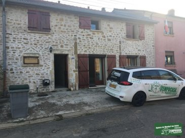 Tempocasa vous propose une belle maison de 220m² à louer à Himeling ( 5 Min de la frontière luxembourgeoise).  Elle se compose ainsi: - 2 chambres à coucher - Hall d'entrée - Salon - Salle à manger - Cuisine équipée - Salle de bain  - 3 Wc séparé  - Garage  - 3 Parking extérieur - Terrasse / Jardin   Pour plus d'informations contactez-nous au 26543148.   Ref agence :JP108