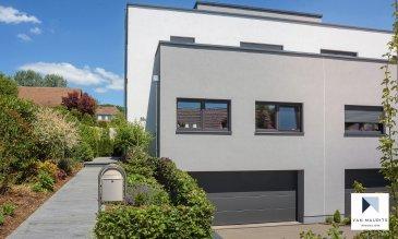 *** SOUS COMPROMIS *** SOUS COMPROMIS *** SOUS COMPROMIS *** Située à Niederanven, commune recherchée à l'est de Luxembourg-ville, cette maison passive construite en 2015 dispose d'une surface habitable de ± 192 m² pour une surface totale de ± 280 m².  Elle se compose comme suit :  Au rez-de-chaussée, le hall d'entrée avec vestiaire ± 19 m² et wc séparé ± 2 m² dessert un séjour avec salle à manger ± 50 m² (accès à la terrasse donnant sur le jardin), une cuisine ± 21 m² aménagée et équipée Bosch, avec îlot central et enfin un bureau ± 13 m².  Le premier étage comprend un palier de nuit ± 10 m² desservant quatre chambres de ± 11, 15, 15 et 17 m² et, entre deux chambres, un dressing ± 8 m². Une salle de douche ± 4 m² avec douche italienne, lavabo et wc ainsi qu'une salle de bain ± 9 m² avec baignoire et douche complètent l'étage.  Au sous-sol, un hall ± 18 m² dessert un local technique ± 7 m², une buanderie ± 11 m², une cave ± 15 m² et un garage ± 38 m² pour deux voitures.  Détails complémentaires :  Maison spacieuse ; Chauffage pompe à chaleur Viessmann, panneaux photovoltaïques ; Passeport énergique et isolation: A-A ; Commune résidentielle disposant de toutes les commodités (commerces, écoles, crèches, centre sportif, ...) et proche du Kirchberg et de l'aéroport via l'autoroute.