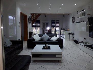 Très belle maison d'une surface de 167 m2 maison sans travaux comprenant au RDC un grand salon-séjour, une cuisine équipée, une grande véranda avec un poêle Pellet et climatisation, une chambre, une salle de bains. A l'étage 2 chambres avec salle de bains avec baignoire et douche, une mezzanine, 3 garages, une dépendance avec piscine enterrée chauffage gaz au sol, volets électriques, terrain de 10 ares