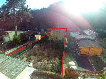 ( contact de 9h à 20h - 7jr/7jr - Jérémy FALCOMATA - Agent immobilier indépendant - 06 98 89 17 53 ) ------- EXCELLENTE SITUATION !  Rue des Américains – au fond de Algrange – Tranquillité !! Forêts de part et d\'autres !   BONNE OPPORTUNITE A SAISIR RAPIDEMENT !!! ------- Maison R+2 Lumineuse : T4 de 115 m² utile - 90 m² habitable env. + sous-sol + 2 terrains de 109 m² et 177 m² + 1 garage + remise !  Jardins exposés PLEIN – SUD  !!  ------- Hall d\'entrée avec wc séparé et accès sous-sol : chaufferie et buanderie : 20 m². RDC sur-élevé : Cuisine : 9,3 m² ouverte sur salon 18 m². 1ier ETAGE :  Salle de bains avec baignoire - meuble vasque + miroir - coin M-L + wc : 8 m² Très grande chambre avec espace placard : 20 m² env. Palier avec placard. ------- 2ème ETAGE : 1 chambre : 12,5 m² env.  1 bureau/rangement : 8 m² env. 1 coin bureau ouvert : 6 m² env. ------- Doubles vitrages RENOVATIONS étages : peintures et sols. Chauffage au fioul. ------- DPE vierge : Diagnostiques immobiliers efféctués. Taxe foncière : 571 €. ------- IMMO GEST HAGONDANGE