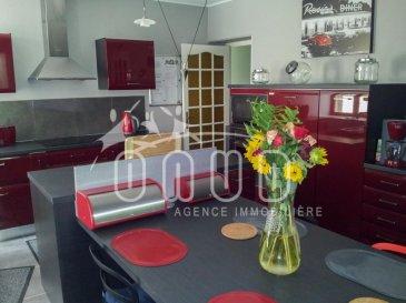 A SAISIR pour INVESTISSEURS : ONUD SA vous présente cet IMMEUBLE DE RAPPORT de 3 objets séparés, très bien entretenu,  très bonne rentabilité,  loué séparément ou en chambre individuelle.  - Un appartement de 125m2 (loué en 6 chambres) : 3 salles de bain ou douche italienne , cuisine équipée 2010, laquée, complète avec ses électroménagers, congélateur, avec pièce repas, 1 cellier, 1 wc séparé, 1 débarras, 1 adoucisseur d`eau 1 local technique   1 chambre  avec sa salle de douche privative et entrée individuelle  1 chambre avec climatisation et salle d`eau.   - réseau câblé  Dans chaque chambre meublée et fonctionnelle, moderne et chaleureuse, on trouve un écran plat, un frigo, un congélateur et un coffre-fort.  Des Meubles en très bon état (voir neufs pour certains) et sont adéquats aux thème de décoration qu'a choisi le propriétaire.   - 1 studio de 35m2, très bien équipé, velux, carrelé, toutes commodités y compris la climatisation et petite terrasse individuelle.   - 1 appartement de 90m2, avec garage (accès intérieur avec possibilité de faire un grenier au dessus car 3,50m de hauteur), cuisine équipée avec plan bar, 3 chambres, placards vestiaire ou armoire, cellier, salle de bain, wc séparé, volets électriques, nouveaux radiateurs électriques (basse consommation)   Possible 2 emplacements extérieurs à faire, 1 terrasse et 2 dépendances.   Facile de se garer dans la rue .   LOYERS : 4000' / MOIS pour les 3 objets.  Charges: 966' / mois Taxe foncière : 1600' (comprise dans les charges).   Rentabilité nette : 9% au minimum    Prix Frais d'Agence Inclus  Ref agence :CF-BR