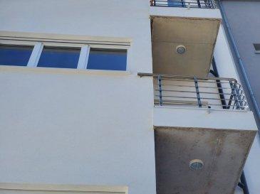 BELARDIMMO vous propose à la location un  appartementavec 2 chambres à coucher dans une petite résidence de 4 unités entièrement restaurée en 2019.  L'appartement se compose d'une surface totale de 70 se compose comme suit :  - hall d'entrée - cuisine ouverte sur salon/salle à manger avec accès à un balcon  - salle de douche avec wc - 2 chambres à coucher    L'appartement dispose également d'une cave de 6m².  La résidence bénéficie également d'un jardin commun, d'une buanderie, d'un local vélo et de l'ascenseur.  Pour toutes informations complémentaires veuillez vous adresser à Monsieur PACI au  352 661572502 Ref agence :JP117BIS