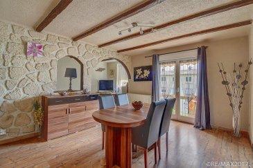 RE/MAX, spécialiste de l'immobilier à Audun-le-Tiche, vous propose en exclusivité ce charmant appartement, de trois chambres, situé au rez-de-chaussée d'une résidence de 3 unités.  L'appartement se compose comme ceci:  •    Une cuisine équipée, ouverte •    Un grand living •    Une salle de douche •    Un WC séparé •    3 chambres à coucher      Au sous-sol : •    Un garage •    Emplacements devant immeuble •    Une cave privative •    Une buandarie commune •    Un grand jardin  Renseignements complémentaires disponibles au 661 81 95 35