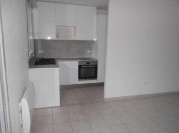 Réf: 5993  Appartement de 45 m² secteur Berck Ville au rez-de-chaussée en cours de travaux sera reffet à neuf dans résidence sécurisée avec place de parking et terrasse.  Entrée avec placard, séjour, cusine équipée avec cellier, salle de bains, wc et 1 chambre avec placard.  Loyer: 450 € Charges: 40 € (pas l\'eau, pas l\'EDF)  1 mois de caution   frais d\'agence: 484 €  Libre le 01er décembre 2018  Réf: 5993  Loyer  :   450 € par mois, plus 40 €  de charges locatives (provision donnant lieu à régularisation)   Dépot de garantie Un mois hors charges  Honoraires charges locataire   484 € TTC  état des lieux compris