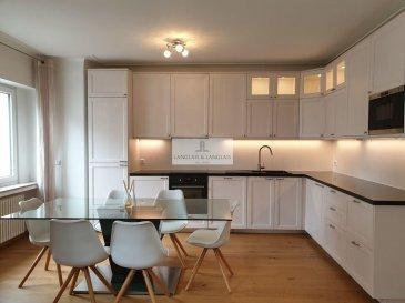 -- FR --<br/><br/>Langlais&Langlais Real Estate ont le plaisir de vous proposer à la location et en exclusivité un bel appartement meublé avec goût sis Rue De La Toison d\'Or.<br><br>Grand living doublé d\'une salle à manger avec belle cuisine entièrement équipée(lave-vaisselle, machine à laver, four etc.)<br>Parquet massif.Porte blindée.<br><br>Deux belles chambres ainsi qu\'une salle de bain complètent ce bien idéalement placé et au calme.<br><br>Balcon sur l\'arrière.<br/><br/>-- EN --<br/><br/>Langlais et Langlais Real Estate are pleased to propose a beautiful and tastefully furnished apartment located Rue De La Toison d\'Or for rent.<br><br>Large living room/dining room with a beautiful fully equipped kitchen (dishwasher, washing machine, oven etc.)<br>Superb wooden floor. Security Door.<br><br>Two beautiful bedrooms and a bathroom complete this property ideally located and quiet.<br><br>Balcony on the back.<br />Ref agence :5289866