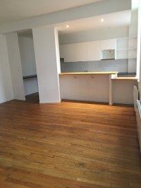 3 pièces - 81.30 m2 - NANCY.  Appartement trois pièces de 81 m2 situé au premier étage d\'un immeuble rue Charles Derise à Mirecourt. Il comprend une entrée, un séjour avec cuisine ouverte équipée, deux chambres, une salle de bains, wc séparés et buanderie.<br> Chauffage individuel électrique.