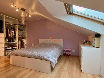 Très joli appartement style duplex situé à Pétange dans une copropriété construite en 2004.<br><br>Au 4ième et dernier étage, il se compose comme suit: <br><br>- Hall d\'entrée avec vestiaire<br>- living de +/- 28m2<br>- cuisine équipée individuelle avec beaucoup de luminosité<br>- salle de douche<br><br> Et à l\'étage :<br>- 2 belles chambres à coucher  (20 et 15 m2)<br>- salle de bain avec fenêtre<br><br>Prix Négociable.<br><br>Ce bien dispose également d\'une cave de 7m2 et d\'un parking intérieur.<br>Possibilité de louer un parking extérieur à l\'arrière.<br><br>Aucuns travaux à prévoir ni dans la copropriété ni dans l\'appartement.<br><br>Disponibilité à convenir.<br><br>Pour toutes informations, contactez-nous au 621. 75 86 43.<br><br>Nous vous estimons votre bien gratuitement, n\'hésitez pas à nous appelez au 26.311.992.
