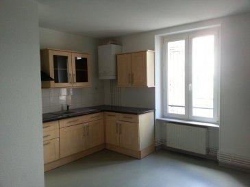 Très bel appartement de caractère situé en rdc d'un petit immeuble de 3 appartements comprenant une cuisine entièrement équipée, séjour, 2 chambres, WC séparé, salle de bain avec baignoire.