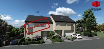 ---------------- SOUS COMPROMIS  ------------------- Nouvelle construction d\'une belle maison jumelée de gauche (Lot 2; Ecopass: BB) d\'une surface habitable de +/- 200 m2 (surface totale de +/- 295 m2) sur un terrain de +/- 3,02 ares se composant comme suit:  Sous-sol: Hall (7,89 m2), buanderie/technique (19,33 m2), chaufferie (9,77 m2), garage pour 2 voitures à garer côte à côte (38 m2);  Rez-de-chaussée: Hall d\'accueil (9,72 m2), WC séparé (1,85 m2), débarras (3,25 m2), bureau/chambre (8,42 m2), cuisine non-équipée ouverte sur living (45,70 m2) donnant sur une terrasse (29,97 m2) et au jardin;  1er étage: Hall de nuit (8,27 m2), 2 chambres à coucher (14,62 m2 et 14,77 m2) , salle de douche (6,42 m2), chambre parentale (11,84 m2) avec dressing (7,92 m2) et salle de bains privatifs (9,04 m2);  Combles: grenier aménageable (d\'une surface au sol de 77,75 m2)  Redange-Attert étant à 5 minutes, ce projet profite de toutes les commodités quotidiennes de cette proximité et de toute la région.  GARANTIE DÉCENNALE.  Le prix affiché s\'entend HTVA sur la part constructions à réaliser.  Le prix 3% TVA inclus s\'élève à 868.521,00 Euro; sous réserve d\'acceptation par l\'Administration de l\'Enregistrement et suivant les dispositions du règlement grand-ducal du 30 juillet 2002.  Les honoraires d\'agence sont à charge du/des vendeur(s).   Ref agence : 1936