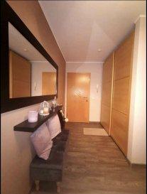 Bel appartement en vente à Rodange, dans une résidence construite en 2004 bien entretenue. <br><br>Celui-ci a une surface habitable de +/- 75 m² et se compose comme suit:<br><br>- Hall d\'entrée avec meuble encastré,<br>- Cuisine équipée ouverte sur séjour et salle à manger donnant accès à un balcon orienté sud,<br>- 2 chambres à coucher dont une avec meuble sur mesure inclus,<br>- Salle de bain avec meuble et baignoire, <br>- Hall de nuit,<br>- wc séparé, <br>- Débarras avec trois étagères,<br>- Cave,<br>- Un emplacement intérieur, <br>- Buanderie commune et jardin commun.<br><br>Real G Immo vous accompagne dans toutes vos démarches administratives et financières, si besoin.<br><br>Pour plus de renseignements ou une visite des lieux (également possibles le samedi sur rdv), veuillez nous contacter au 28.66.39.1.