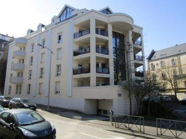 Montigny-lès-Metz Bel appartement climatisé de 72.62 m2.                                                                         .... SOUS COMPROMIS ....<br/>Au calme, dans une résidence de standing et sécurisée.<br/>un appartement climatisé avec une terrasse de 20m², comprenant:<br/>Entrée, séjour double, 2 chambres, cuisine équipée, salle de bains, wc, cellier, placards.  2 places de parking en sous-sol, et cave.<br/>Copropriété de 77 lots (Pas de procédure en cours).<br/>Charges annuelles : 1524.00 euros.