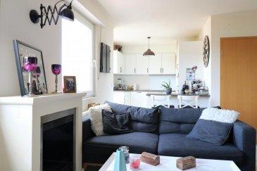 RE/MAX, spécialiste de l'immobilier à Niederkorn vous propose en exclusivité à la location ce magnifique appartement duplex de 80m2. Situé au 3ème et dernier étage d'une résidence bien entretenue, avec ascenseur.  Il se compose : -Une cuisine équipée récente ouverte sur le living avec direct accès à un grand          balcon orienté sud-ouest -Un grand living avec cheminée électrique -       Un WC invité  A l'étage -Deux chambres -Une salle de bain  Cet appartement dispose d'une place de parking et d'une cave privative avec emplacement pour machine à laver et sèche-linge.  L'appartement est idéalement situé, à proximité des accès d'autoroute, arrêt de bus, écoles, crèches etc...  Disponible 15/10/2020  -Pas d'animaux -3 mois de caution -200 € de charges  Commission d'agence est à la charge du locataire.  Contact :   +352 691 513 746     ou     +352 691 100 809 relestateservices@remax.lu   Ref agence : 5096363