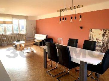 SOUS COMPROMIS AVEC 3G IMMO !   A Longwy-Haut, secteur Chadelle, venez découvrir cette maison jumelée (avec 3 grandes chambres) d'une surface habitable d'environ 140m² plus 60m² de sous-sol, sans travaux à prévoir.  Le rez-de-chaussée se compose d'un hall d'entrée desservant une pièce de vie de 42m² sur parquet massif, d'une cuisine de 11,5m² et d'un WC.  Au premier étage, sur dalle' se trouvent 3 chambres (18, 15 et 13m²) et une grande salle de bain (14m²) avec baignoire, douche et toilettes. Au sous-sol, une chaufferie, un cellier et un garage de 40m² pour deux voitures.   Jardin (constructible) de 6,90 ares avec la maison plus un verger non attenant de 7,4 ares. A noter la présence d'un second garage attenant à la maison permettant la réalisation d'une terrasse accessible via la cuisine.   Maison lumineuse et saine, construite de façon traditionnelle : dalles à tous les niveaux, plâtre façon traditionnelle, belles hauteurs sous plafond, DV PVC, chauffage fuel de mai 2019, assainissement sur fosse.   Situation idéale, proche de la voie rapide vers le Luxembourg et la Belgique ainsi que des écoles et du collège.  Taxe foncière : 2000€ à l'année.   Pour tous renseignements : Grégory Lambermont : 06.42.85.79.02 www.lambermont-immo.com   Le prix inclut nos honoraires Mandataires indépendants du réseau 3G Immo Consultant immatriculés au RSAC de Briey N°524 212 917 et N°791 005 580