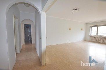 Homeseek Limpertsberg vous propose à la location des bureaux de +/- 98m² situé Boulevard Royal en plein cœur du Centre Ville. <br><br>Vous disposerez d\' un grand Hall d\'entrée qui peut être aménagé pour y installer une réception.<br><br>- 3 bureaux séparés dont 1 bureau avec accès balcon. <br>- 1 cuisine équipée<br>- 1 WC<br>- 1 wc + salle de bain<br><br>Loyer : 3400\'<br>Charges : 312\'<br><br>possibilité de louer des parkings à proximité<br><br><br><br><br />Ref agence :4920815-HL-ZA