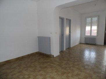 HOMECOURT   Maison  4 pièce(s) 79.34 m2. SOUS COMPROMIS<br><br>CE BIEN CONVIENT PARFAITEMENT SOIT POUR UN 1ER ACHAT OU  POUR UN INVESTISSEMENT LOCATIF  !!!<br>Maison mitoyenne offrant au rez de chaussée : 1 couloir, 1 cuisine indépendante, 1 salon-séjour double avec accès sur le jardin, 1 salle de bain, 1 wc séparé.<br>A l\'étage : 2 grandes chambres  et accès au combles qui sont aménageables.<br>Au sous-sol : 2 grandes caves.<br>Contenance du terrain : 1a20ca<br>DV PVC Volets roulants<br>Chauffage fuel  (cuve de 3000 litres) avec possibilité de se raccorder au gaz de ville (compteur déjà en place)<br>A visiter rapidement !!<br><br><br>