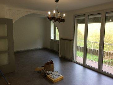 Appartement  rénové et conventionné, comprenant; entrée, cuisine aménagée, double séjour avec balcon, 2 chambres, salle d'eau ,toilettes et cave.