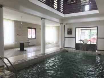 MAISON 6 - TOUL. EXCEPTIONNEL ! A 25 minutes de Nancy ( Blenod-les-Toul ) vaste maison au charme fou implantée sur un terrain de 1000m² . Celle ci vous offre au RDC, un magnifique espace de vie donnant sur la piscine et donnant accès au jardin, un espace chaufferie et une première salle d\'eau, à l\'étage vous profiterez d\'un bel espace séjour en mezzanine, d\'une cuisine entièrement équipée avec accès à un beau balcon, de 4 grandes chambres, d\'une salle de bains, de WC séparés. Vous disposerez également d\'un garage. Le jardin vous offrira un vaste abri, ainsi qu\'un joli bassin paysagé. Système de chauffage économique par pompe à chaleur + panneaux solaires, matériaux et équipement de qualité. Coup de coeur assuré ! A visiter absolument ! Prix : 370 000 euros FAI, frais d\'agence à la charge du vendeur. - barème honoraires : www.tfimmo.com /nos-honoraires.php - Contact : 0675414705 - tfimmo54@gmail.com