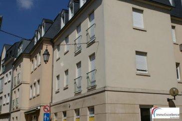 LOUE !! IMMO EXCELLENCE vous propose ce joli appartement d\'une surface habitable de 80 m2 situé au troisième et dernier étage d\'une Résidence sise au plein centre d\'Echternach. L\'appartement se compose comme suit : Un hall d\'entrée (4.13 m2 ), deux chambres-à-coucher ( 11.30 et 9.57 m2 ) dont une avec armoires encastrées, un spacieux double séjour ( 31.63 m2 ), une moderne cuisine équipée ( 7.20 m2 ), un débarras avec raccordement pour la machine-à-laver ( 4.31 m2 ), une salle-de-bains avec douche ( 6.57 m2 ), un W.C. séparé ( 1.75 m2 ), ainsi qu\'une cave ( 2.75 m2 ). A voir absolument !!<br><br>Garage ( 20 m2 ) moyennant un supplément de 100.-Eur.<br><br>Echternach (luxembourgeois : Iechternach) est une ville du Luxembourg d\'environ 5 300 habitants et le chef-lieu de son canton, le long de la vallée de la Sûre marquant la frontière avec la Rhénanie-Palatinat allemande.<br />Ref agence :3426722