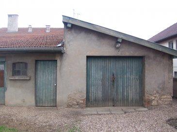 Grand garage avec cellier attenant.  Secteur St martin proche accès autoroute, d\'une surface de 31 m² avec cellier de 7 m² . Très bon état.