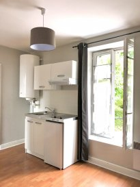 1 pièce + cuisine - 30m2.  Proche de la FAC DE LETTRES, appartement 1 pièce au premier étage d\'un immeuble rue de la Foucotte. Il comprend une pièce principale avec cuisine (réfrigérateur, hotte, plaque, meubles), une chambre, une salle d\'eau et WC.<br> Chauffage individuel électrique. Disponible de suite !<br>