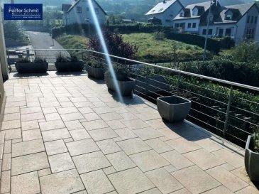 Nous vous proposons un joli Duplex, à Reckange, Commune de Mersch situé au 1er et 2e étage, dans un cadre moderne et lumineux, aménagé comme suit:<br><br>Rez-de-Chaussée : Porte d\'entrée avec un hall et accès au garage, à la buanderie, chaufferie et au jardin.<br><br>1er étage : Grand Living de +- 57 m2 avec accès à la terrasse, cuisine équipée et indépendante avec aussi accès à la terrasse de +- 30 m2 et accès au jardin privatif, une chambre à coucher et un WC séparé.<br><br>2e étage : Salle de douche, 2e chambre à coucher et une grande chambre parentale avec un dressing et une grande salle de bain avec douche à l\'italienne, baignoire, 2 lavabos et WC.<br><br>Terrain de +- 4.80 ares dont +- 1.75 ares de jardin privatif.<br><br>Nous vous invitons à faire une visite virtuelle :<br><br>https://app.immoviewer.com/portal/tour/1139870<br><br />Ref agence :725806