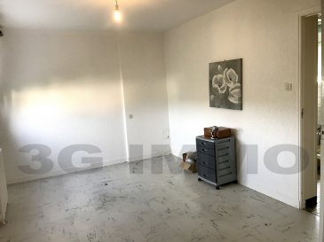 A découvrir avec 3G Immo à Haucourt Saint-Charles, maison jumelée de construction traditionnelle (dalle à tous les étages) d'environ 75m² habitables et 65m² de surface sol (grenier aménageable et sous-sol).   Le rez-de-chaussée se compose d'une pièce de vie de 22m², d'une cuisine (à équiper) avec la possibilité d'ouvrir un mur pour créer une pièce de vie sur cuisine de 32m², d'un WC. A l'étage 3 chambres (9,2, 9,6 et 12,8m²), une salle d'eau entièrement carrelée avec douche et WC. Grenier aménageable sur 25m². Au sous-sol se trouvent une chaufferie / buanderie, un garage de 16,6m² avec un retour de 12m² endroit idéal pour un atelier ou stockage moto(s) / vélo(s) et une cave sous terre de 12m².  Terrain clos d'environ 3,15 ares.  Maison saine, DV PVC, chauffage au gaz 2008, toiture tuile de 2010. Secteur calme et peu circulant à 10 minutes des frontières.  Le prix inclut nos honoraires Pour tous renseignements : Grégory Lambermont : 06.42.85.79.02  François Lambermont : 06.23.51.05.74  www.lambermont-immo.com  www.3gimmobilier.com/lambermont  Mandataires indépendants du réseau 3G Immo Consultant immatriculés au RSAC de Briey N°524 212 917 et N°791 005 580