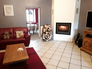 BOULANGE - BELLE MAISON FAMILIALE 164 m2.  Idéalement située à 16 km de Thionville, à proximité de l\'autoroute et de la frontière Luxembourgeoise, venez découvrir cette belle maison authentique où il fait bon vivre, rénovée avec goût et matériaux de qualité comprenant une double entrée dont une accès mezzanine, une cuisine équipée, une grande pièce de vie lumineuse équipée d\'une cheminée à insert, une salle de douche avec WC, à l\'étage une salle de bains/WC, 4 belles chambres dont 1 avec grand placard dressing, un bureau dans espace mezzanine avec puits de lumière, nombreux rangements.<br> 1 garage 1 VL, jardin avec terrasse.<br> Chauffage gaz (faible consommation), fenêtre PVC double vitrage.<br> A visiter sans tarder.<br> AGENCE VENNER 03.87.63.60.09/06.37.62.27.13.