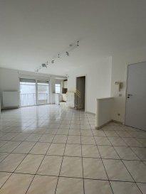 A LOUER : APPARTEMENT 1 CHAMBRE AVEC GARAGE BOX!<br><br>Charmant appartement de +/-52m2, au 2ème étage d\'une résidence bien entretenue avec ascenceur, sise à Esch-sur-Alzette, au clame, restant proche de toutes commodités.<br><br>Ce bien se compose comme suit:<br>Hall donnant sue espace living avec sortie sur petit balcon, cuisine équipée ouverte, pièce (sans fenêtre) pouvant servir de bureau ou espace rangement, salle de bain et 1 chambre à coucher.<br><br>Une cave, une buanderie commune et un garage box complètent ce lot.<br><br>POUR INFORMATIONS:<br>- CDI exiger<br>- CAUTION DE 2 MOIS : 2300.-€<br>- COMMISSION AGENCE 1.150.-€ + TVA<br>- DISPONIBILITÉ IMMÉDIATE<br><br>Pour plus de renseignements ou une visite des lieux (également possibles le samedi sur rdv), veuillez nous contacter au 28.66.39.1.<br><br>