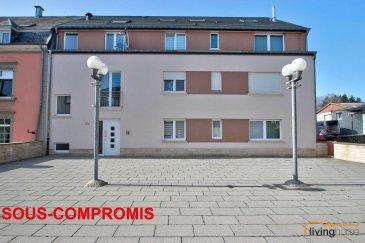 ***SOUS COMPROMIS***Bel appartement-duplex sis au 2e et 3e étage d\'une Résidence construite en 2007 située à Hovelange d\'une surface habitable de 84,26m2, équipé de 2 chambres à coucher, terrasse, 1 cave et 2 emplacements parking intérieurs.<br><br>DESCRIPTION:<br>Etage 2: (55,42m2)<br>- hall d\'entrée avec WC séparé (5,51m2)<br>- cuisine équipée indépendante (16,43m2)<br>- séjour (27,76m2)<br>- salle de bains avec douche et baignoire, WC et double lavabo (5,72m2)<br>- grande terrasse (13,54m2) orientée sud-ouest avec vue dégagée (accès par cuisine et séjour)<br><br>Etage 3: (28,84m2)<br>- hall de nuit <br>- chambre à coucher équipée d\'un grand placard et espace WC séparé, lavabo et raccordement machine à laver (16,04m2)<br>- chambre à coucher (12,80m2) pouvant servir de bureau<br><br>Sous-sol: <br>- 2 emplacements parking intérieurs<br>- 1 cave<br><br>Les communs:<br>- buanderie <br><br>ASPECTS TECHNIQUES:<br>- sols recouverts de carrelage et parquet massif bambou<br>- escalier en bois<br>- toiture recouverte de tuiles en terre cuite et isolée<br>- chauffage mazout<br>- ascenseur <br>- châssis PVC double vitrage<br>- façade isolante<br><br>SITUATION GEOGRAPHIQUE:<br>- 35 minutes de Luxembourg-Ville <br>- 12 minutes de Redange/Attert<br>- 30 minutes de Ettelbruck<br>- 25 minutes de Mersch<br>- 15 minutes de Arlon<br><br>Pour toutes informations supplémentaires contactez-nous au numéro suivant:<br>Bureau : +352   27 80 83 56<br><br><br><br>     <br> <br><br>