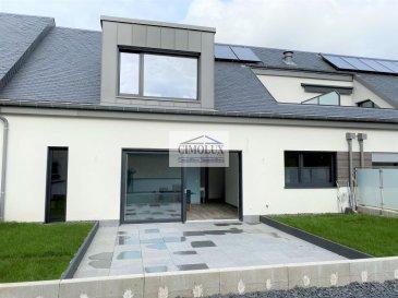 L\'agence  CIMOLUX vous propose un bel appartement situé à Hunsdorf avec une superifice totale de +/-107,08m2 (surface utile intérieure 99,70m2).<br><br>L\'appartement dispose un hall d\'entrée, un salon/salle à manger avec sortie sur la terrasse (32,26m2), une cuisine équipée ouverte, une terrasse verdure (43,14m2), une salle de douche, 3 chambres dont une avec dressing et une salle de bain, une cave (3,06m2) et un grand garage box fermé pour 2 voitures (27,27m2).<br><br>Prix 1.170.000€ <br>(frais d\'agence compris 3% + Tva 17 % à la charge du vendeur)<br><br>Pour plus d\'informations n\'hésitez pas à nous contacter on parle français, allemand, luxembourgeois, anglais, portugais et italien.<br><br>Pour l\'obtention de votre crédit, notre relation avec nos partenaires financiers vous permettront d\'avoir les meilleures conditions.