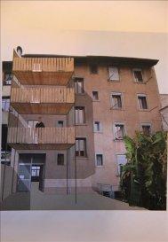 Idéalement situé a Neudorf dans une rue calme à sens unique, poche du tram, des commerces, des écoles et des autoroutes&period; Immeuble de 1930 avec 5 Lots&period;<br />Appartement a rénover à votre goût au 3ème étage de 100m2 &plus; combles de 100m2 au sol &lpar;62m2 habitable&rpar;<br />L\'escalier du 3ème étage au comble sera privatisé avec l\'appartement&period;<br />Au 3ème étage l\'appartement a 2 balcons sur la rue et il sera agrémenté d\'une terrasse donnant sur la cuisine&period;<br />Une cave et un local vélo complètent ce bien&period;<br />Si vous désirez avoir plus d\'informations concernant ce bien rare et athypique, merci de me contacter&period;<br />Julien DISS 06&period;32&period;09&period;01&period;04