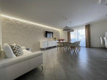 Dans une résidence de 2009, nous vous proposons un très bel appartement, situé à Oberkorn, remis au goût du jour il y a 3 ans.<br><br>Se composant comme suit:<br><br>* Cuisine équipée avec accès à un balcon,<br>* Salon/salle à manger accès au balcon,<br>* wc séparé,<br>* Grande salle de douche, <br>* Chambre parentale spacieuse,<br>* Chambre à coucher avec dressing \'encastré\',<br><br>A ce bien s\'ajoutent un garage avec 2 parkings intérieurs et une cave privative.<br><br>Real G Immo vous accompagne dans toutes vos démarches administratives et financières, si besoin. <br><br>Pour plus de renseignements ou une visite des lieux (également possibles le samedi sur rdv), veuillez nous contacter au 28.66.39.1. <br>
