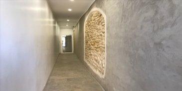 A découvrir absolument, en plein coeur de Metz place Jeanne d\'Arc. F3 situé au 2ème étage. Appartement composé d\'une cuisine meublée et équipée ouvert sur le séjour de 52m2, deux chambres, un dressing, une sdb avec espace douche, un wc, un dégagement, une entrée et deux emplacements de placards, une terrasse. Chauffage pompe à chaleur.
