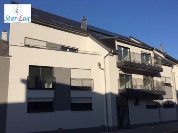 P R I X    T V A    R E C U P E R A B L E   !!! Duplex de 88.70 m2 + balcon de 7.11 m2, avec salon û salle à manger, cuisine entièrement équipée, 2 chambres à coucher, une salle de douche avec toilette, une toilette séparée, une cave de 2.69 m2. Possibilité d'acheter un garage un garage fermé de 17,10 m2 pour 32.528,-€.  Infos : 621 17 60 10  Nouvelle résidence construite en classe BB avec 9 unités d'une à trois chambres, de 53, 21 à 137,45 m2, chauffage au sol, panneaux solaire, ventilation centralisée, cuisines entièrement équipées, peintures, caisson avec spots et led, garages simple et double fermés, accès handicapés.  Disponible de suite.  Ref agence :D6-C2-E2-MAR
