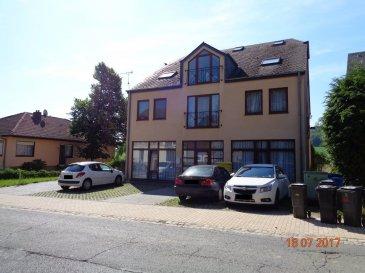 Agréable appartement à louer dans le village de Hovelange, appartement de 65 m² situé au rdch.  - hall d'entrée - grand séjour / salle à manger avec coin cuisine équipée (pas de lave-vaisselle et frigo) - 1 chambre à coucher - salle de douche - 1 emplacement extérieur.